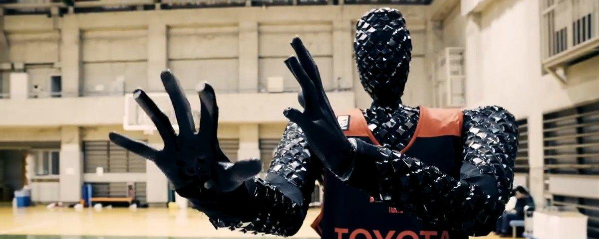 Criado no Japão, robô jogador de basquete da Toyota nunca erra a cesta.